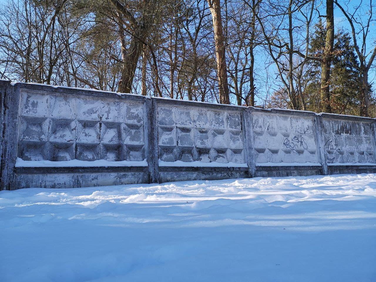 typische sowjetische Mauer in Beelitz Heilstätten