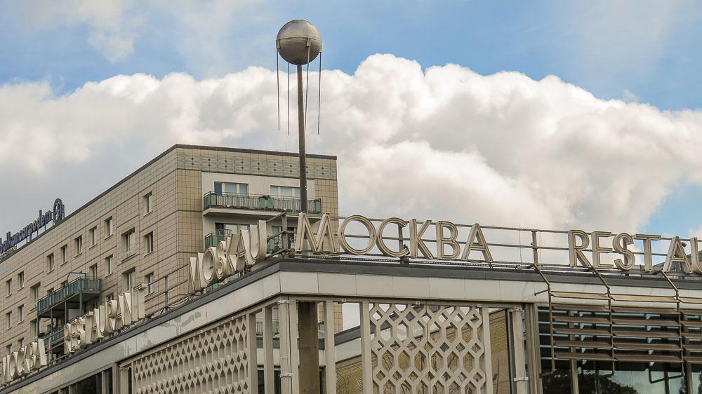 Cafe Moskau mit Sputnik Karl Marx Allee Berlin