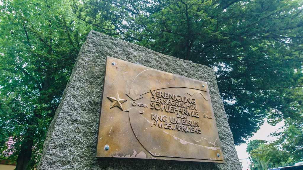 Gedenkstein im Zentrum von Ketzin (Havel), der an die Ringschließung um Berlin durch die Rote Armee 1945 erinnert © Berlins Taiga - Dein Ausflugsbegleiter in die sowjetische Geschichte