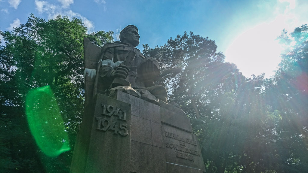 Sowjetischer Ehrenfriedhof mit Monument in Müncheberg © Berlins Taiga - Dein Ausflugsführer in die sowjetische Geschichte