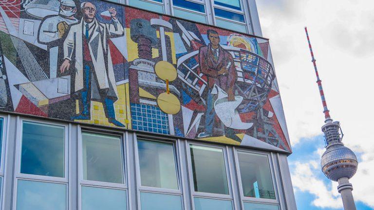 Sozialistisches Mosaik Haus des Lehrers Alexanderplatz Berlin