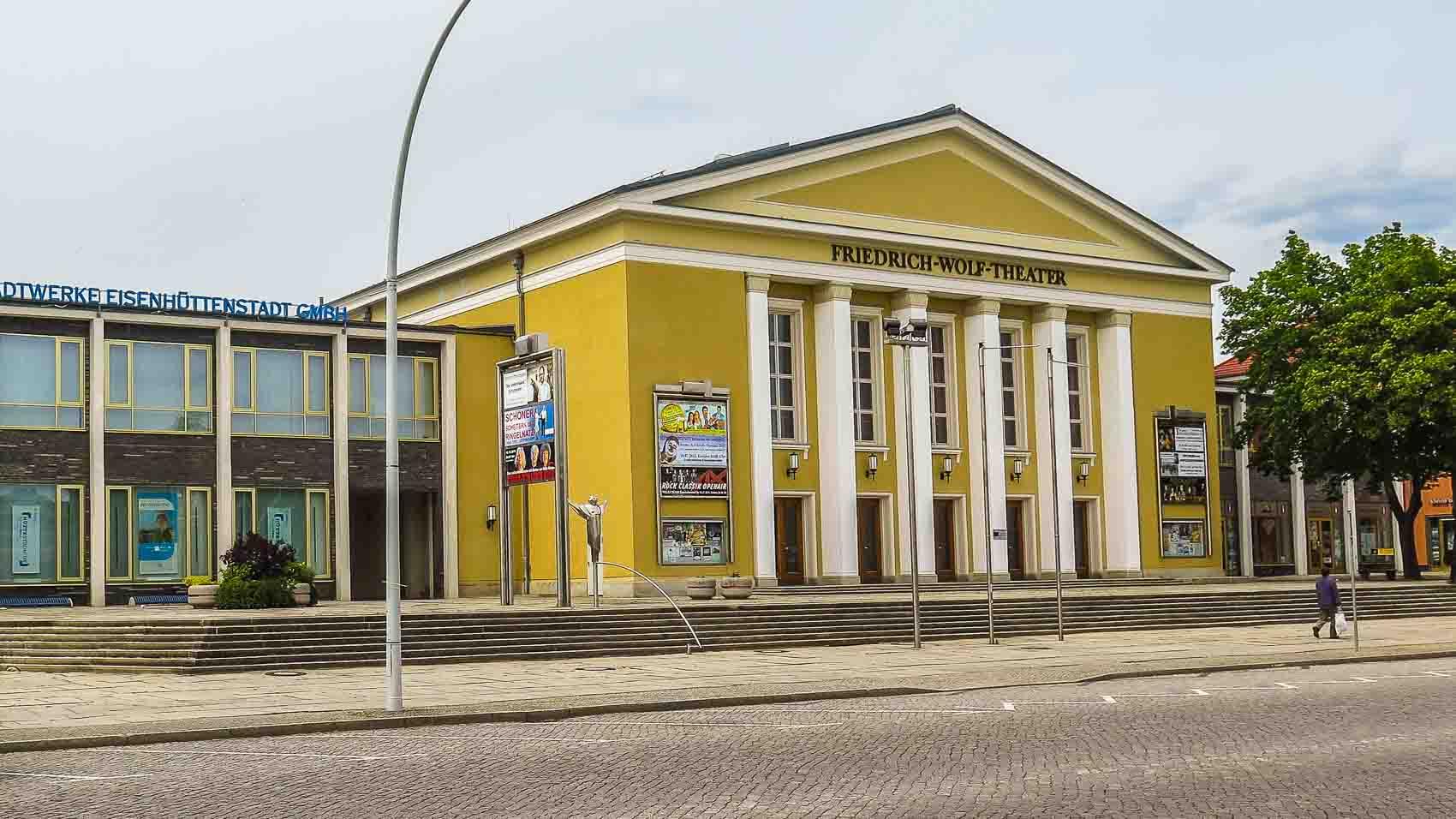 Friedrich Wolf Theater Eisenhüttenstadt DDR Architektur