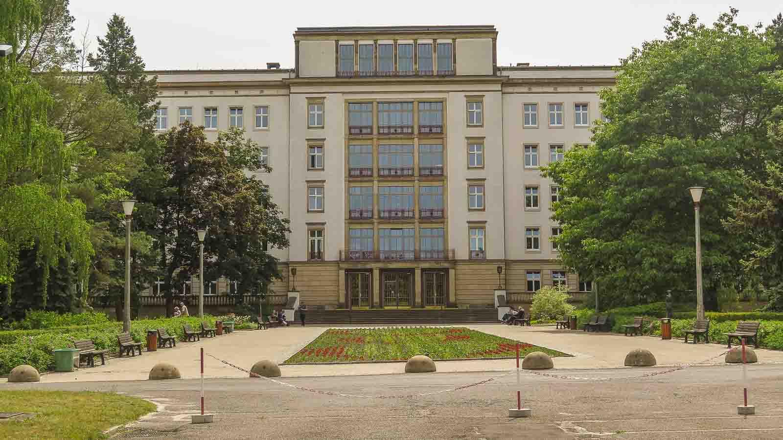 Krankenhaus Eisenhüttenstadt DDR Architektur