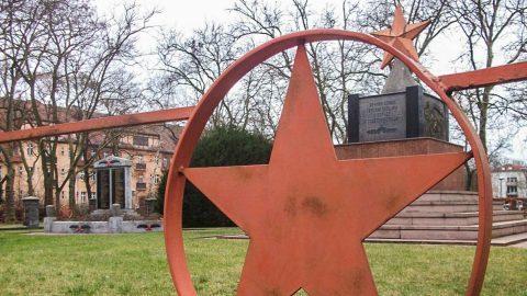 obelisk sowjetischer ehrenfriedhof hennigsdorf