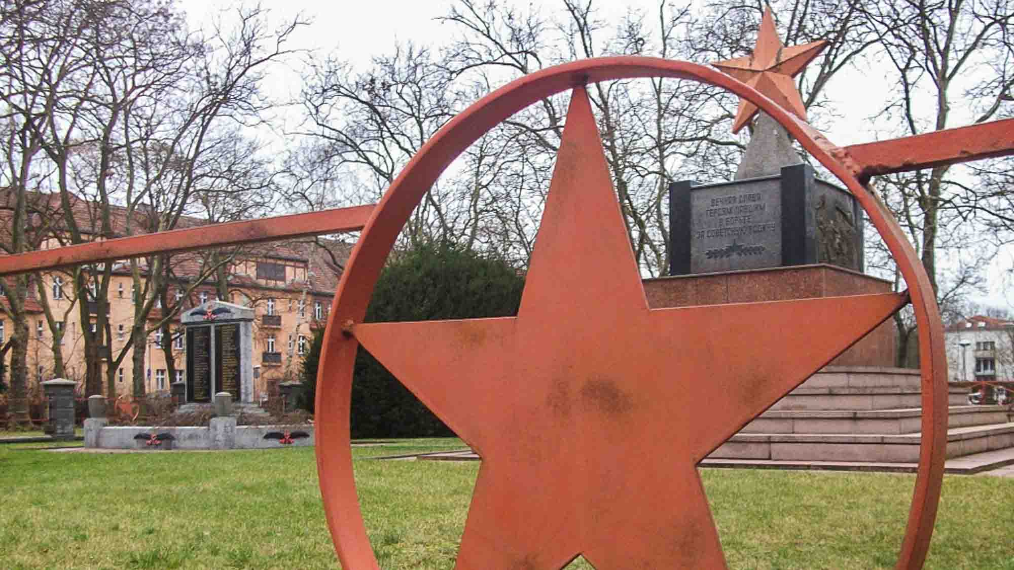 obelisk sowjetischer ehrenfriedhof hennigsdorf rathenaupark