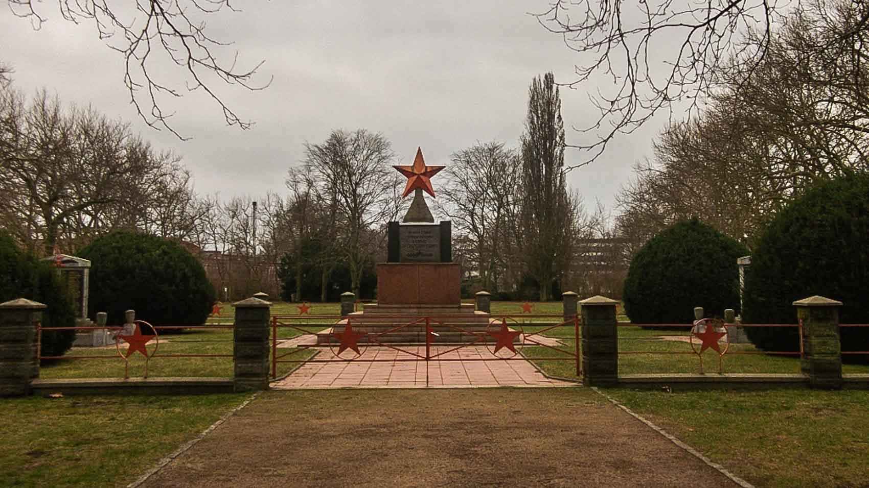 sowjetischer ehrenfriedhof hennigsdorf
