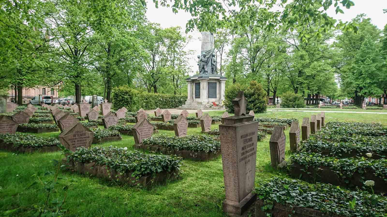 grabfeld sowjetischer ehrenfriedhof bassinplatz potsdam