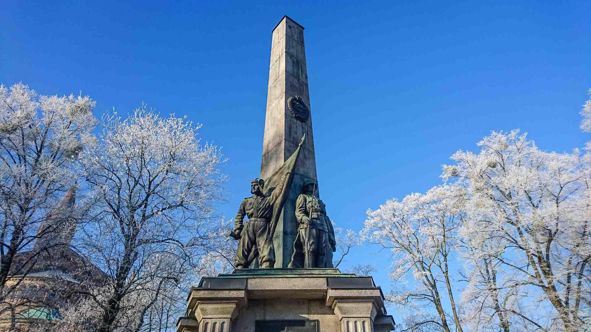 obelisk sowjetischer ehrenfriedhof bassinplatz potsdam