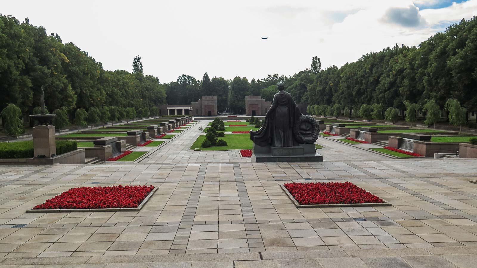 Mutter Heimat Sowjetisches Ehrenmal Schönholzer Heide Berlin