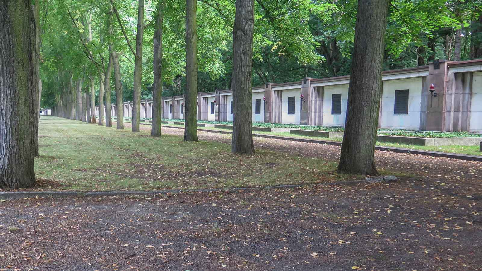Sowjetischer Soldatenfriedhof Schönholzer Heide Berlin