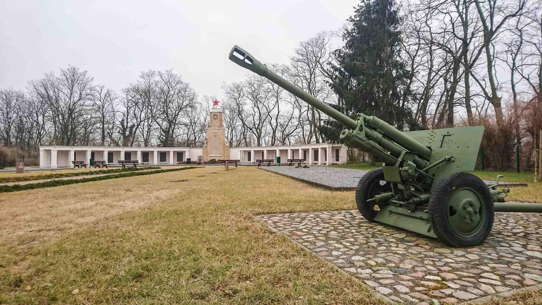 Sowjetische Kriegsgräberstätte Lebus