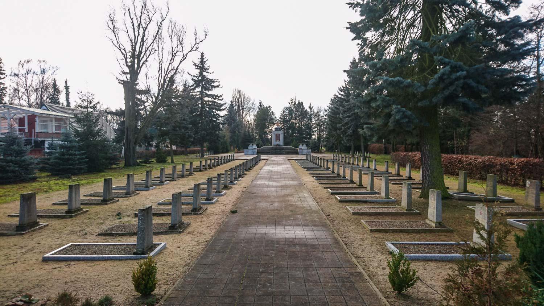 sowjetischer friedhof in schönewalde (elbe-elster)