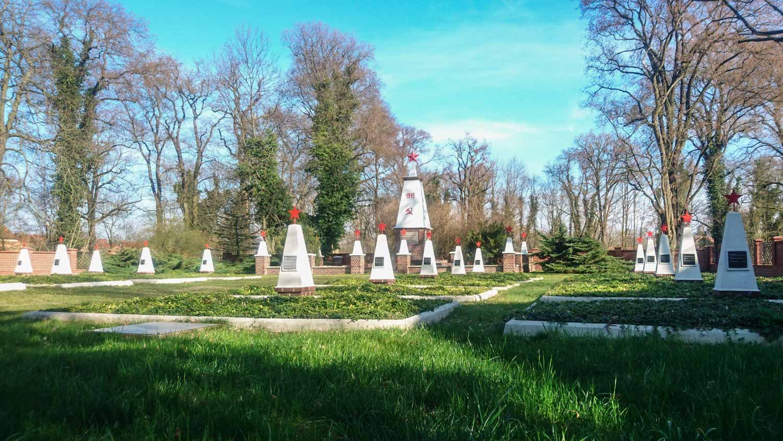 sowjetischer ehrenfriedhof beeskow (oder-spree)