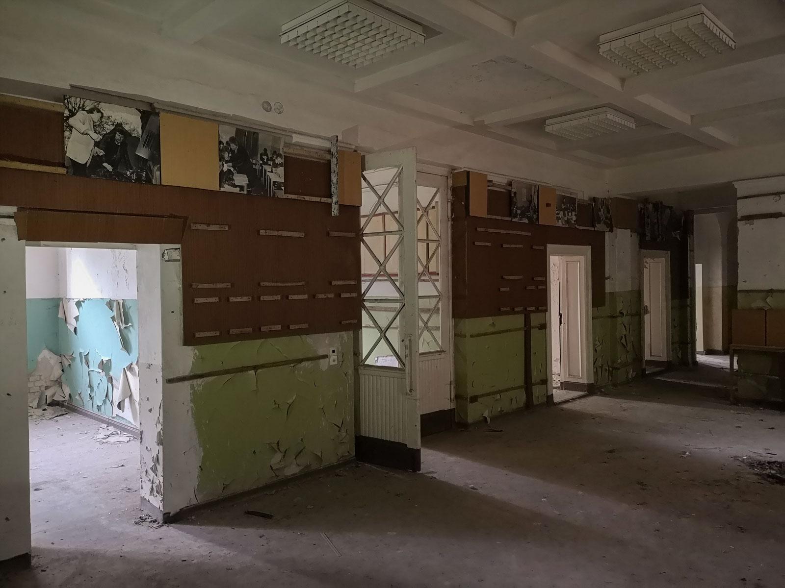 Flur in verlassener sowjetischer Schule Brandenburg