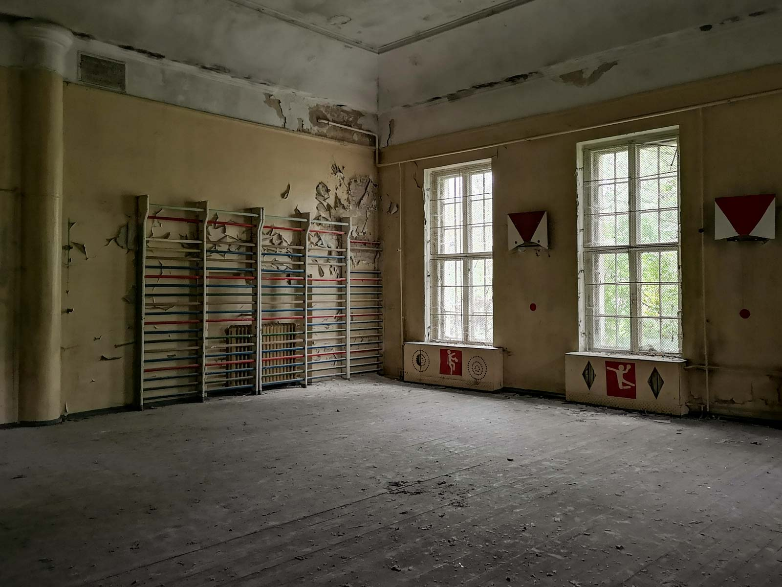Sportraum in verlassener sowjetischer Schule Brandenburg